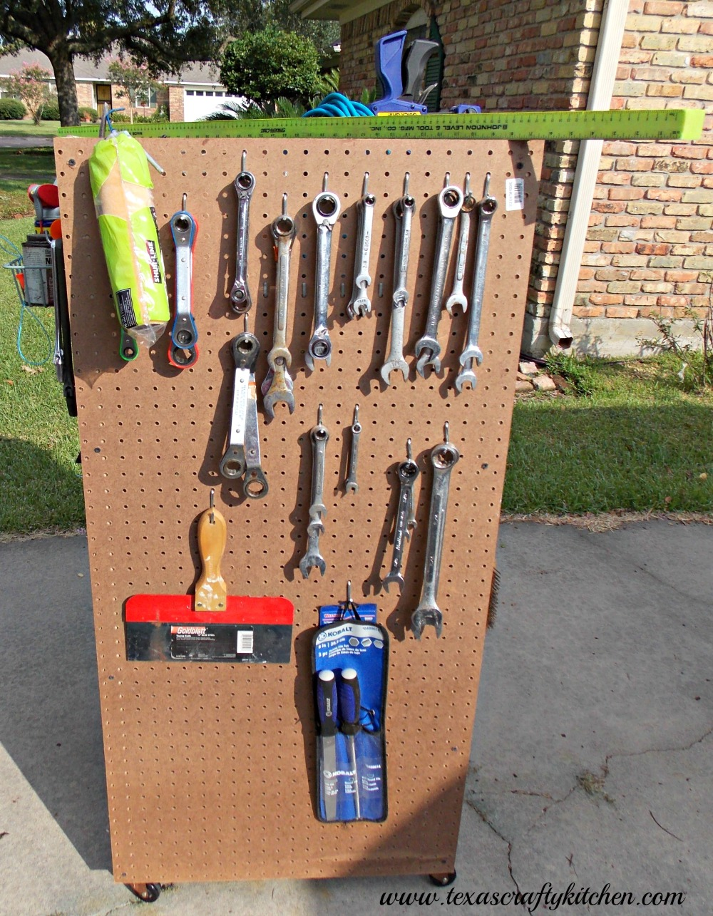 Super Easy DIY Tool Cart. A great way to organize your tools and so much more! Need one for your craft room? This would be perfect! If you know how to screw in wood screws, you can make one too!